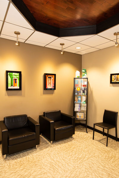 Stephen L Ruchlin DDS's waiting room.