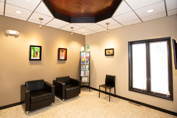 Waiting area interior at Stephen L Ruchlin DDS.